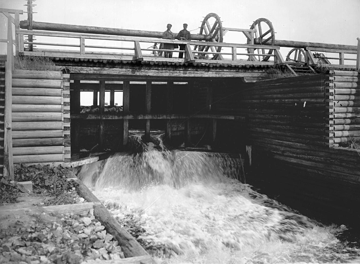 26Второй пролет бейшлота на реке Волге. 1903 г. Тверская губерния, д. Хотошино