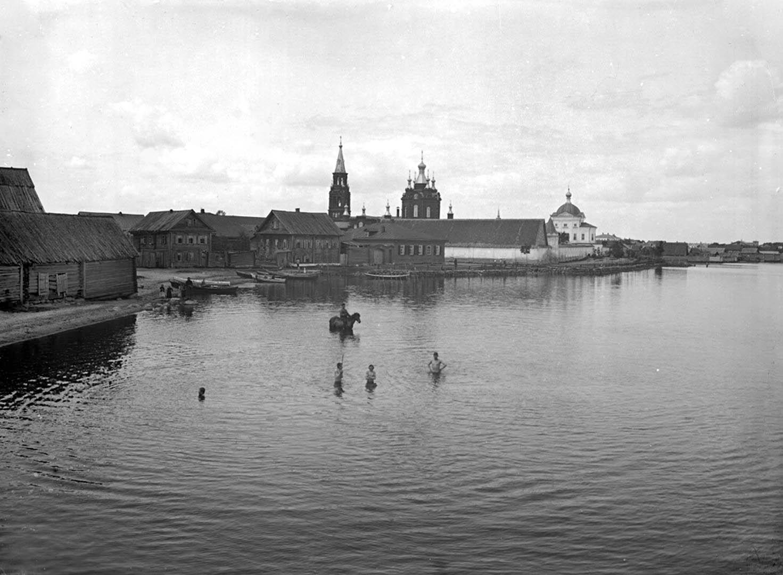 77Общий вид Знамеского женского монастыря. 1903 г. г. Осташков, Тверская губерния