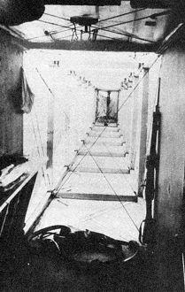 Интерьер Ильи Муромца, вид назад со стороны кабины. Справа на переднем плане - кавалерийский карабин