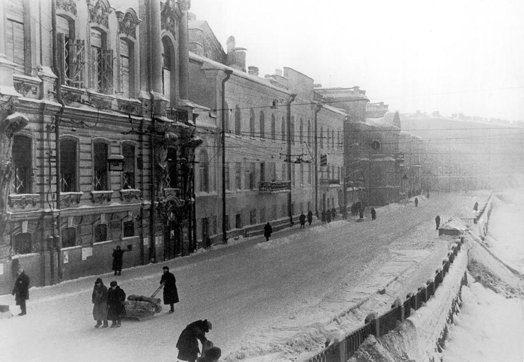 2 Комментария.  Мы считаем, что снимок сделан между 1941-1945 годами. направление съемки - юг).  ВОВ.