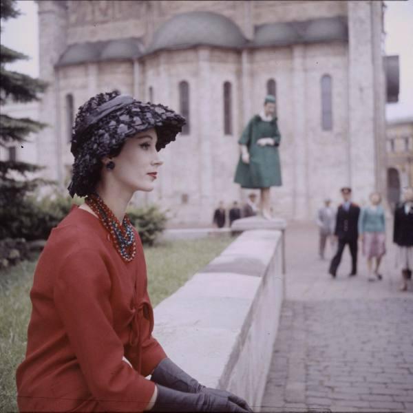 9598df706025 Показ дома мод Кристиан Диор в Москве в 1959 г.. История России.