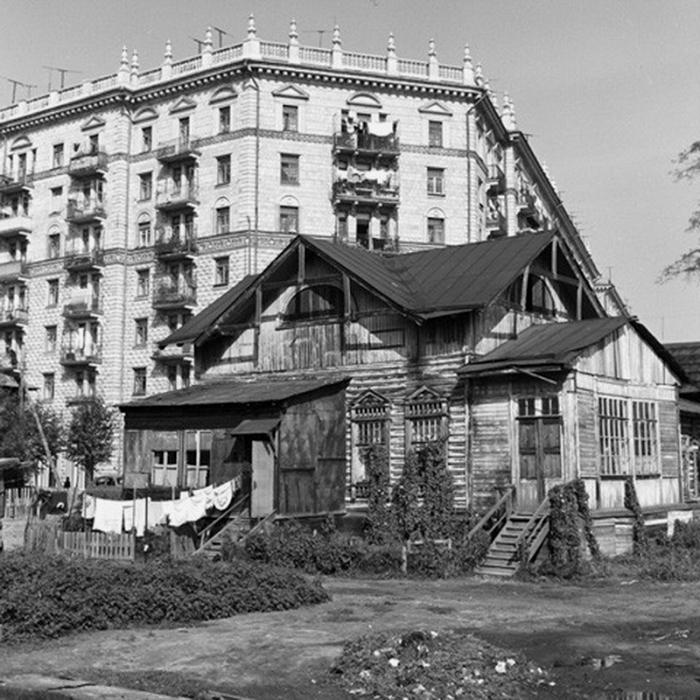 В районе м. Сокол. Угол 2-й Песчаной и Чапаевского переулка