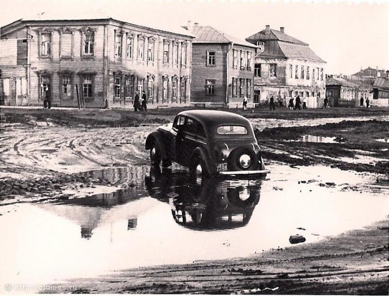 Фото нач. 1950-х гг. Собчинского В.В. из архива Яковлевой Т.В.Примерно возле современных домов 8, 10, 12 по Старомарьинскому шоссе.