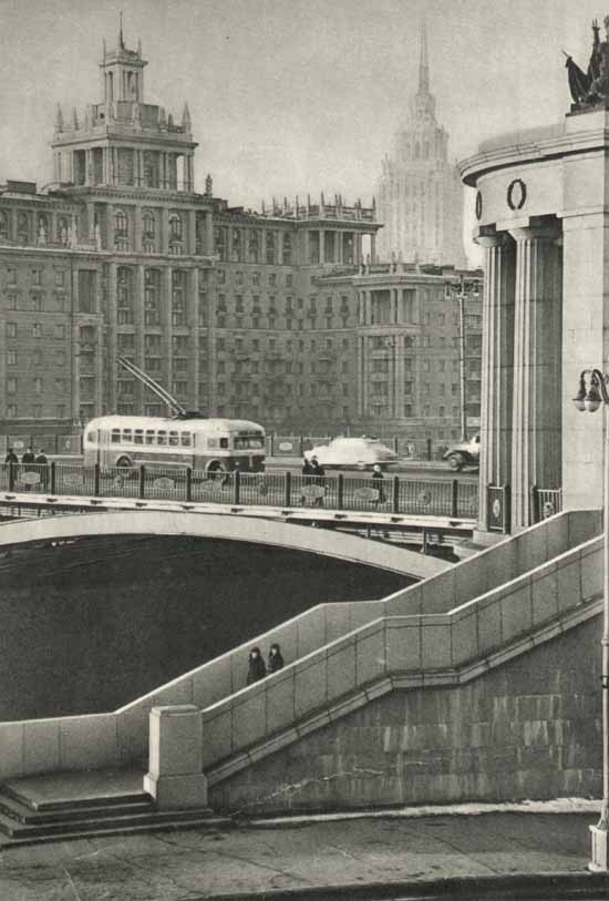 У Бородинского моста