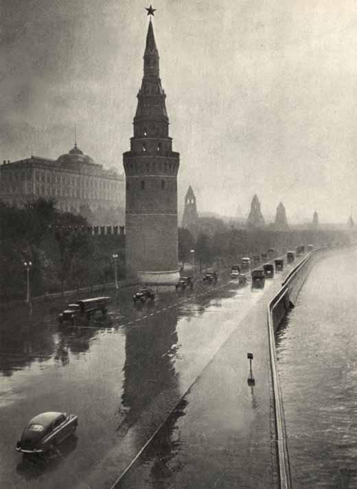 В дождливый день на Кремлевской набережной